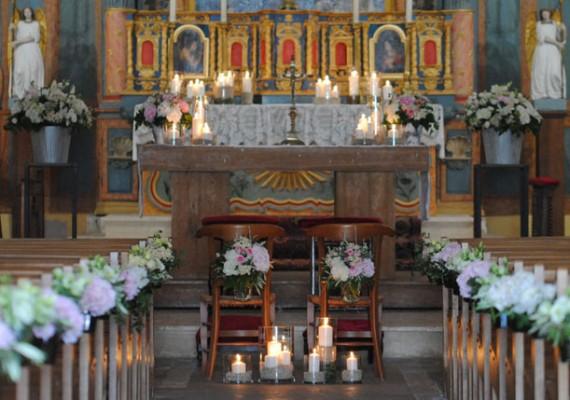Décors et fleurs pour cérémonie de mariage religieux
