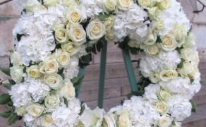 Fleurs pour deuil, gerbes et couronnes